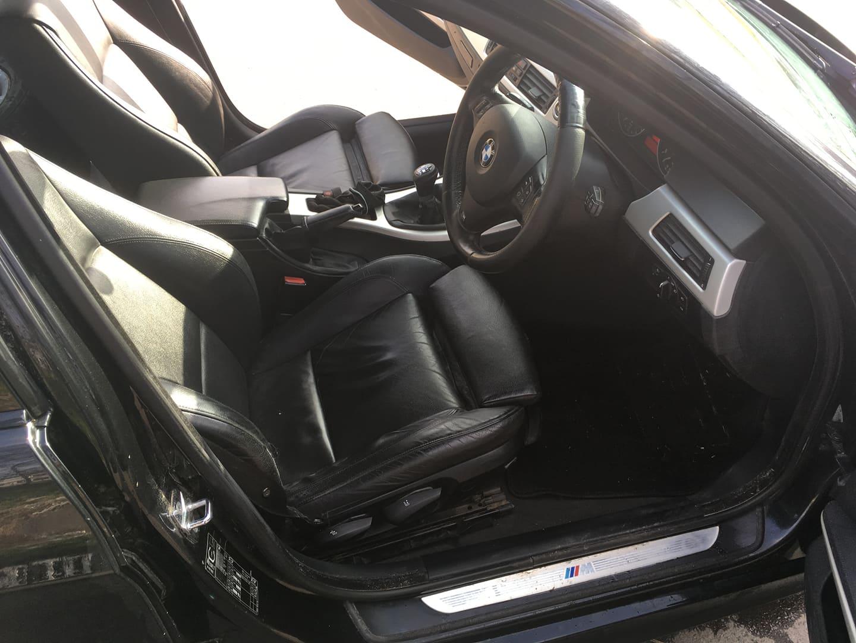 BMW alkatrészek - BMW E90 320D OL - Ülés, kárpit, kormány - Carbon Car Center Kft. Békéscsaba 024